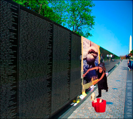 Jessica Alba at the Vietnam War Memorial