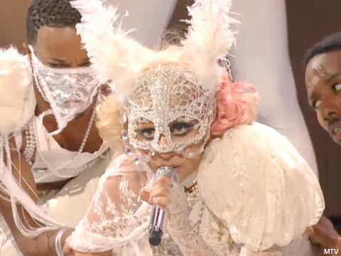 "Lady Mardi Grasga performs ""Paparrazi"" at the 2009 VMAs"