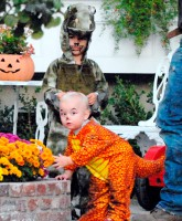 Kingston Rossdale and Zuma Rossdale in adorable dinosaur Halloween costumes