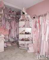 Kitten Kay-Sera's bedroom and closet