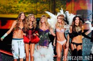 Heidi Klum takes a bow with other lingerie-clad models