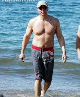 Dr. Drew Pinsky shirtless at the beach