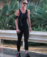 Reggie Bush mistress January Gessert jogging in Los Angeles 3-25-10 (Picture 3)