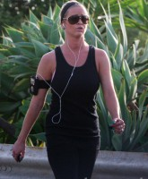 Reggie Bush mistress January Gessert jogging in Los Angeles 3-25-10 (Picture 4)