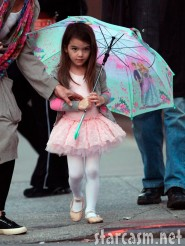 Suri Cruise looking adorable in a ballet tutu and carrying an umbrella Photo 3