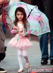 Suri Cruise in ballet clothes carrying an umbrella