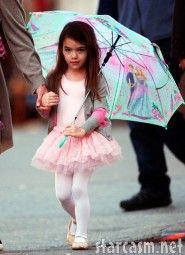 Suri Cruise looking adorable in a ballet tutu and carrying an umbrella Photo 5
