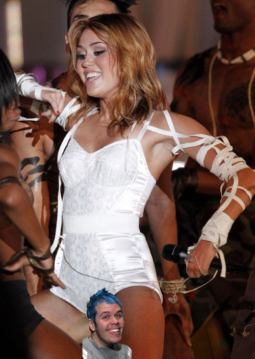 U.S. singer and actress Miley Cyrus performs at the 2010 MuchMusic Video Awards in Toronto June 20, 2010.  REUTERS/Fred Thornhill (CANADA - Tags: ENTERTAINMENT)   TEMPLATE OUT
