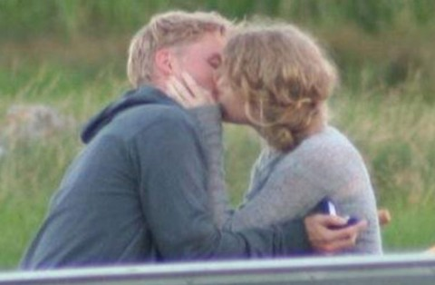 Who Is Taylor Swift S Rumored New Beau Toby Hemingway