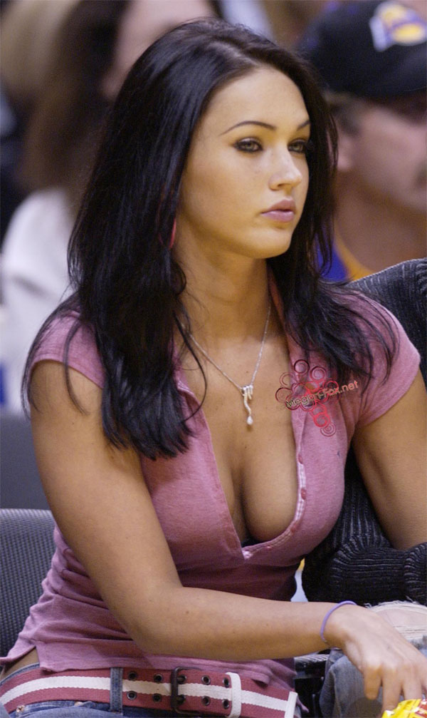 Megan Fox at a Los Angeles Lakers game in 2004