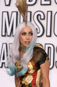 Lady Gaga at the 2010 VMAs 4