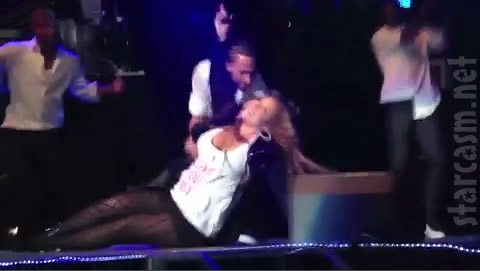 Mariah Carey falls on stage
