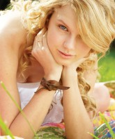 Taylor Swift with no makeup picture 12 of 12