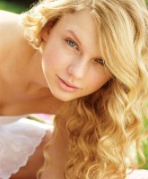 Taylor Swift not wearing any makeup