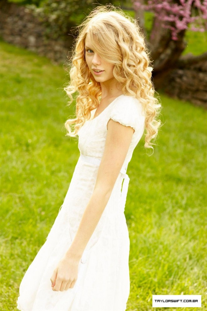 Taylor Swift with no makeup picture 10 of 12