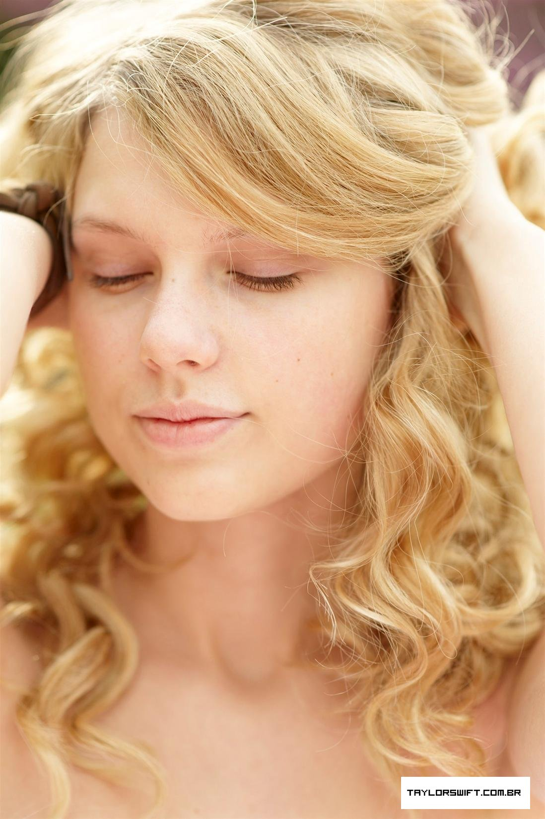 Taylor swift no eyeliner
