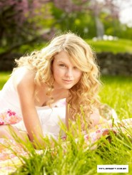 Taylor Swift with no makeup picture 4 of 12