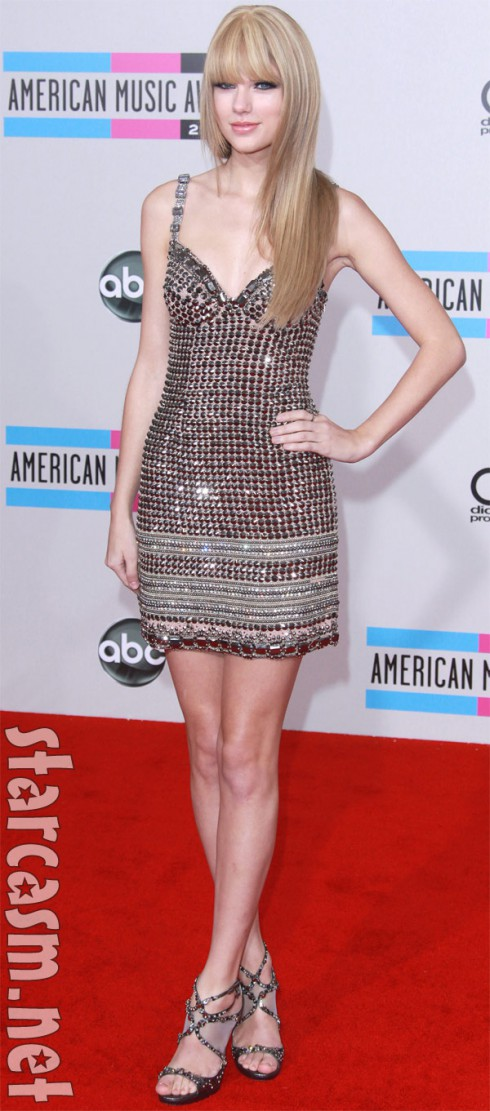 Taylor Swift's new hairdo and makeup style at the 2010 AMAs