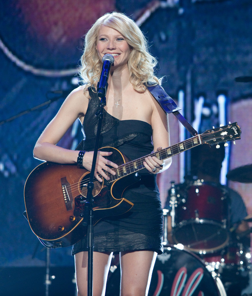Gwyneth Paltrow looking sexy on stage in Country Strong