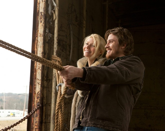 Garrett Hedlund and Gwyneth Paltrow flirting in Country Strong