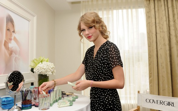 Taylor Swift tries out some CoverGirl NatureLuxe cosmetics in a new ad campaign