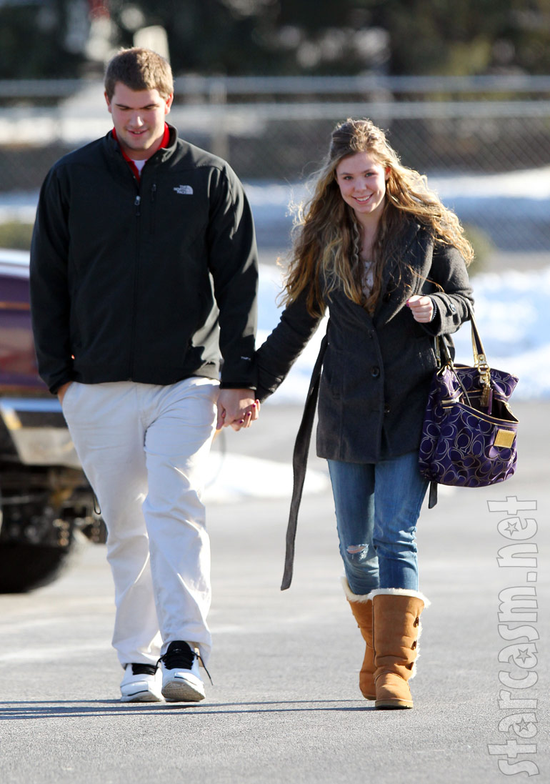 Teen Mom 2 star Kailyn Lowry holds hands with her new boyfriend and co-worker Jordan