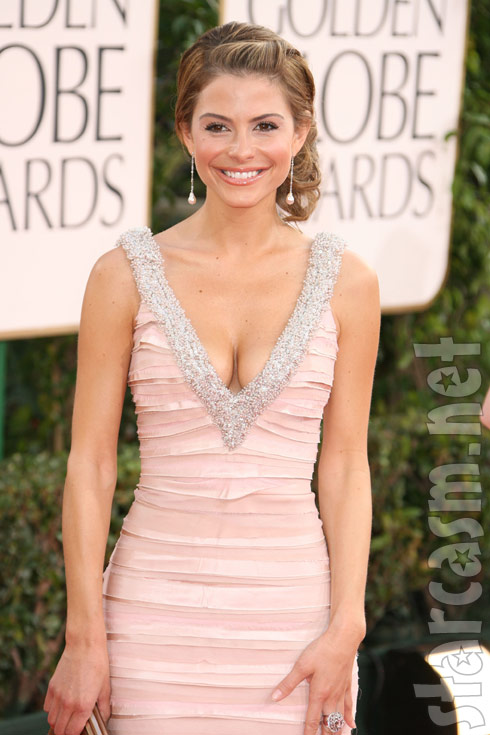 Maria Menounos shows off her cleavage on the red carpet at the 2011 Golden Globes