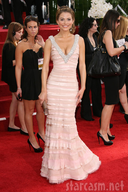 Maria Menounos red carpet photobomb at 2011 Golden Globes