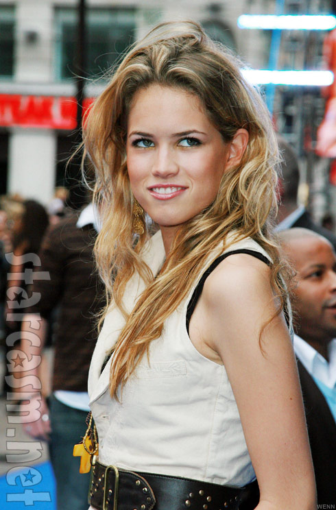 Kevin Love's girlfriend Cody Horn - Player Wives & Girlfriends |Cody Horn The Office