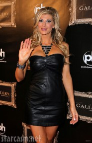 Alexis Bellino waves to photographers at the Gallery Nightclub grand opening