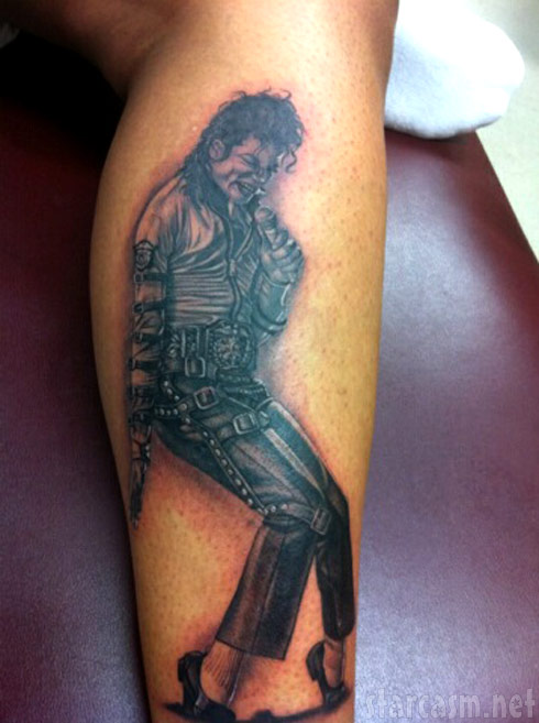 Shwantae Harris Da Brat gets a Michael Jackson tattoo on her leg