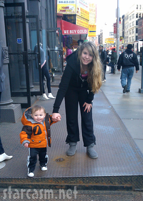 Teen Mom 2's Kailyn Lowry walks the city streets with son Isaac