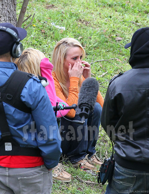 Leah Messer cries while reading her divorce papers during scene from Teen Mom 2 Season 2