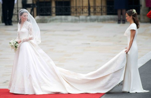 Who designed princess kate middletons wedding dress princess kate and sister pippa middleton maid of honor junglespirit Image collections