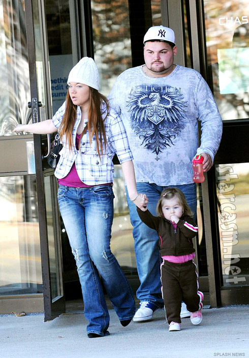 Teen Mom Amber Portwood Gary Shirley and their daughter Leah out shopping