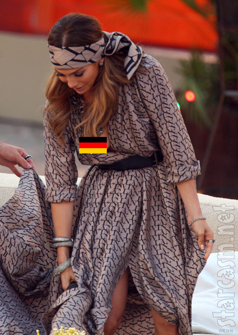 Jennifer Lopez nip slip on Wetten Dass - click for unedited photo