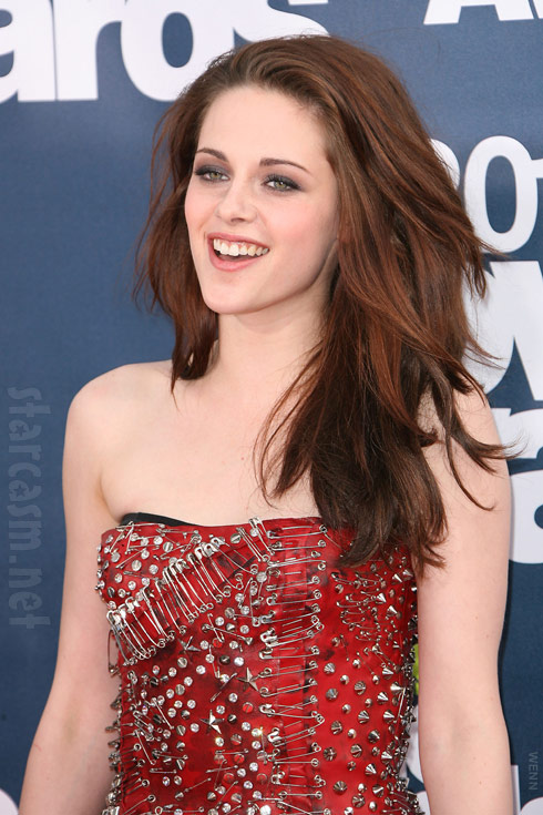 Kristen Stewart seems to be enjoying herself on the red carpet at the 2011 MTV Movie Awards