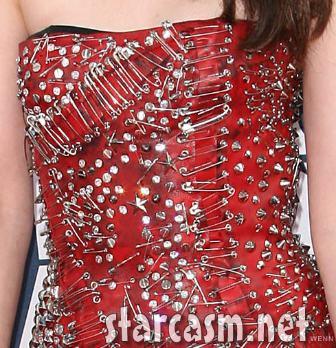 Zoomed-in view of Kristen Stewart's 2011 MTV Movie Awards red carpet dress