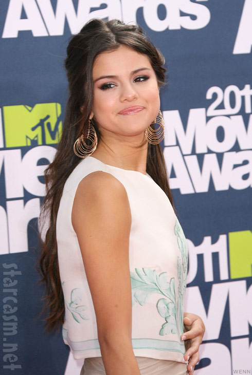 selena gomez 2011 mtv movie awards red carpet. Selena Gomez in a at the 2011