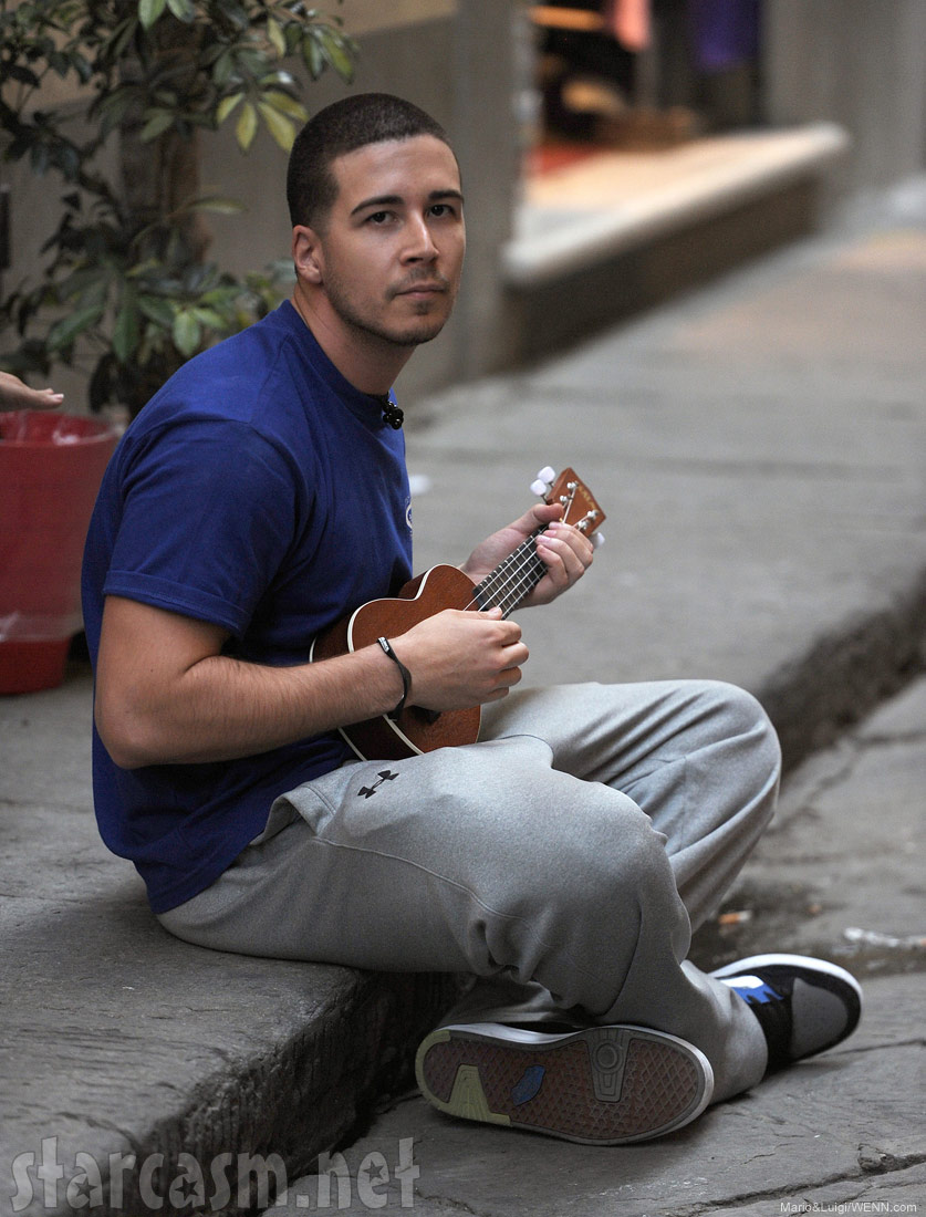 Jersey Shore's Vinny Guadagnino sings and plays a ukele in Florence