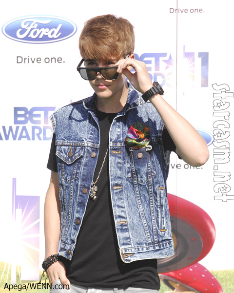 Justin Bieber demin jacket BET awards