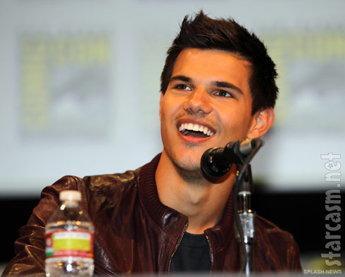 Taylor Lautner  at the Twilight Breaking Dawn panel discussion at San Diego Comic-Con 2011