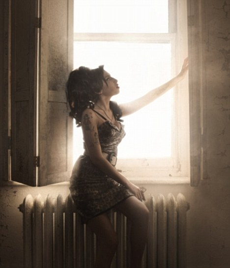 Amy Winehouse window radiator light