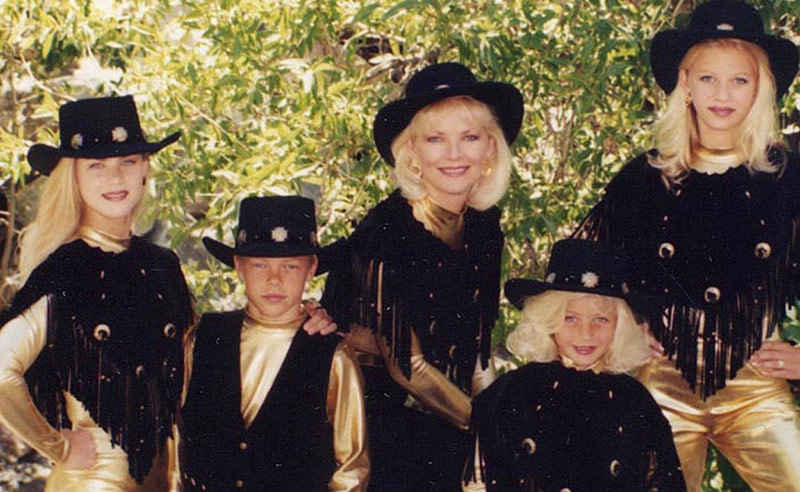 Julianne Hough as a little girl with Derek Hough, mom and sisters