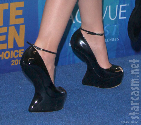 Lucy Hale's heel-less Giuseppe Zanotti platform shoes at the 2011 Teen Choice Awards