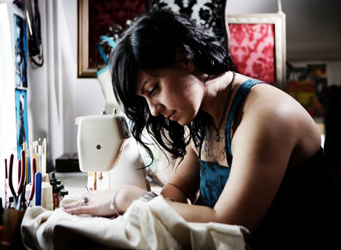 American Pickers&#039; Danielle Colby Cushman sewing a dress