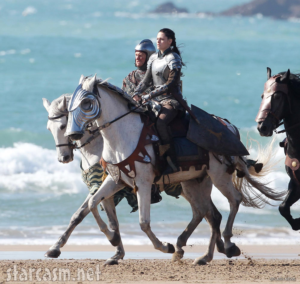 Kristen Stewart in full suit of armor riding horseback in Snow White and the Hunstman