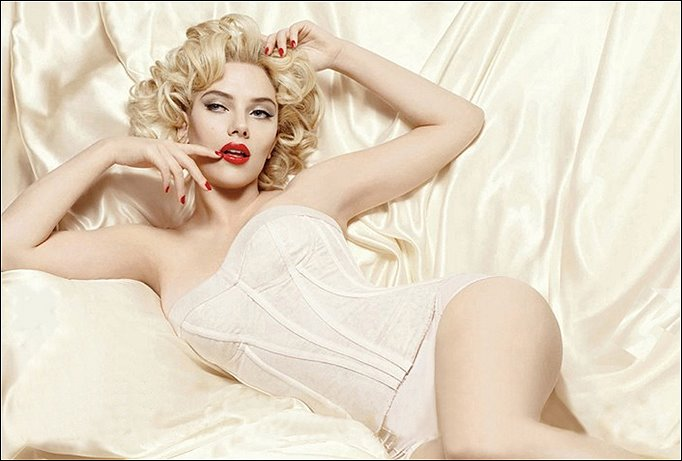 Scarlett Johansson poses in lingerie for Dolce & Gabbana