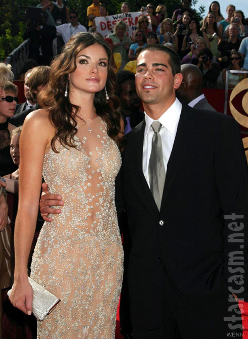 Courtney Robertson and Jesse Metcalfe at 2005 EMMY Awards