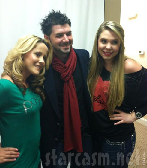 Jenelle Evans and Kailyn Lowry Irwin pose with Dustin Lee of LIG Agency Group